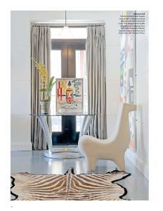 Entrance hall Pembuka ruang diawali dengan artwork dari Yoshida serta karpet dengan corak zebra yang mencolok. Kursi dengan bentuk jenaka merupakan