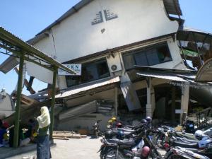 Kreativitas Recovery Guru Pasca Gempa di Kabupaten Bantul. Prof.Dr.Pujiati Suyata Siti Irene Astuti,MSi
